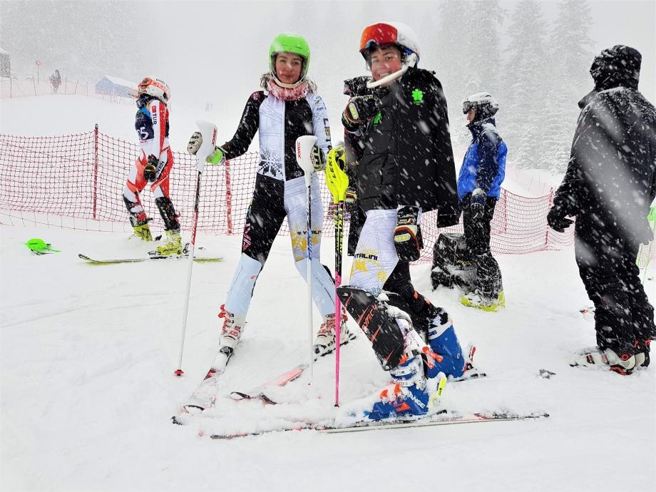 Kalnų slidininkės Doroteja ir Smilte