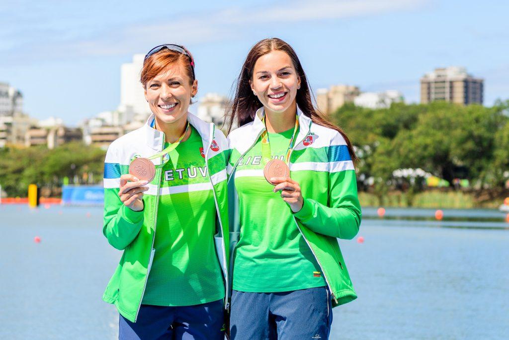 Milda Valčiukaitė ir Donata Karalienė (kairėje) 2016 m. Rio de Žaneire iškovojo olimpinius bronzos medalius (V.Dranginio nuotr.)
