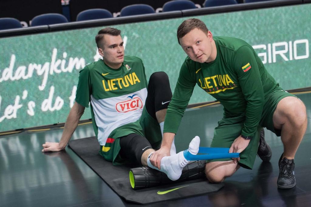 M.Skrabulis dirba ir su krepšininkais, ir su lengvaatlečiais (A. Pliadžio nuotr.)