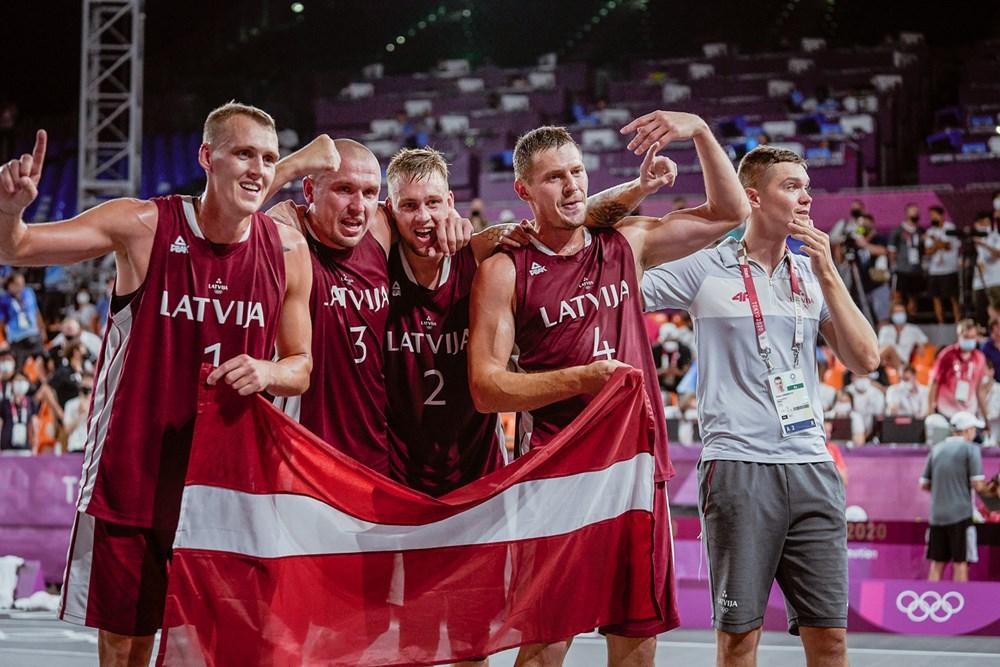 Trijulių krepšinio olimpiniais čempionais tapo latviai (FIBA nuotr.)