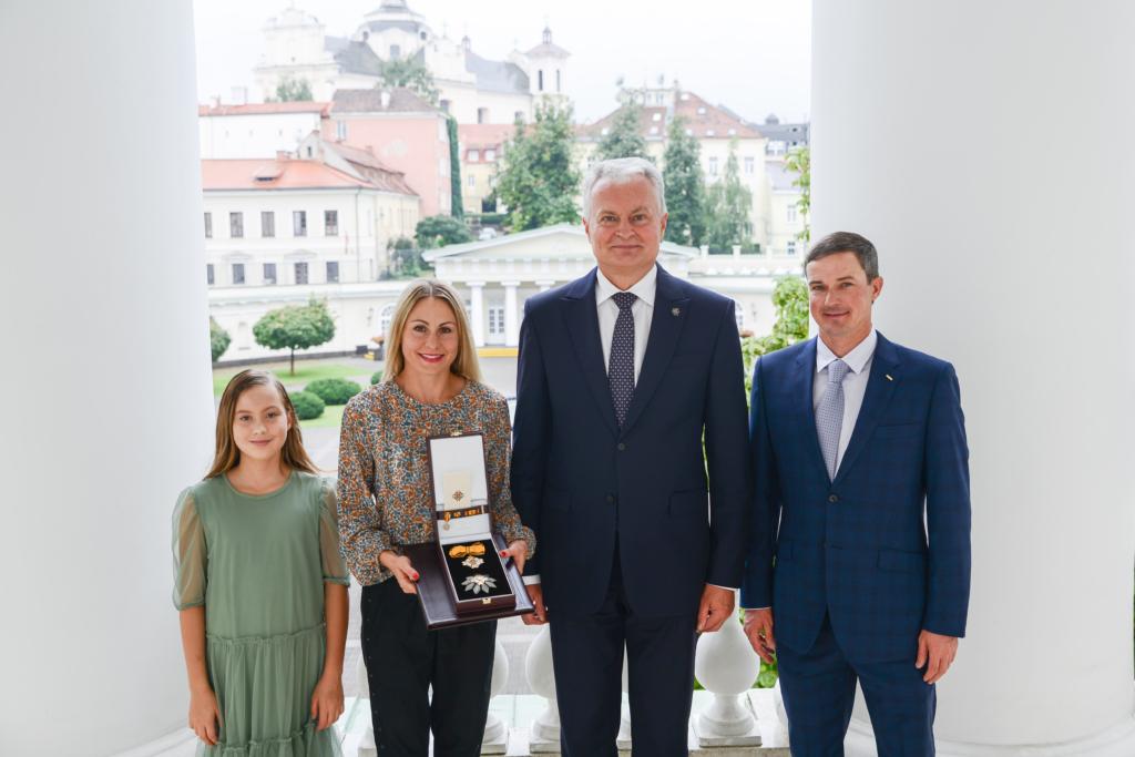 Prezidentas G. Nausėda priėmė L. Asadauskaitę su šeima.