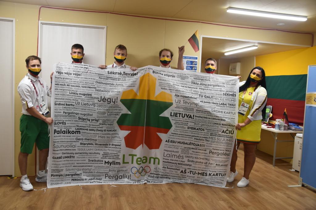 LTeam sportininkai Tokijuje Lietuvos sirgalių palaikymo sulaukė vėliavos pavidalu